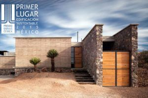 Winner of Premio Obras 2015, Sustainable Construction Category. A 260 m2 residential project located in the northern state of Coahuila, Mexico.