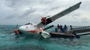 seaplane-sinking-maldives
