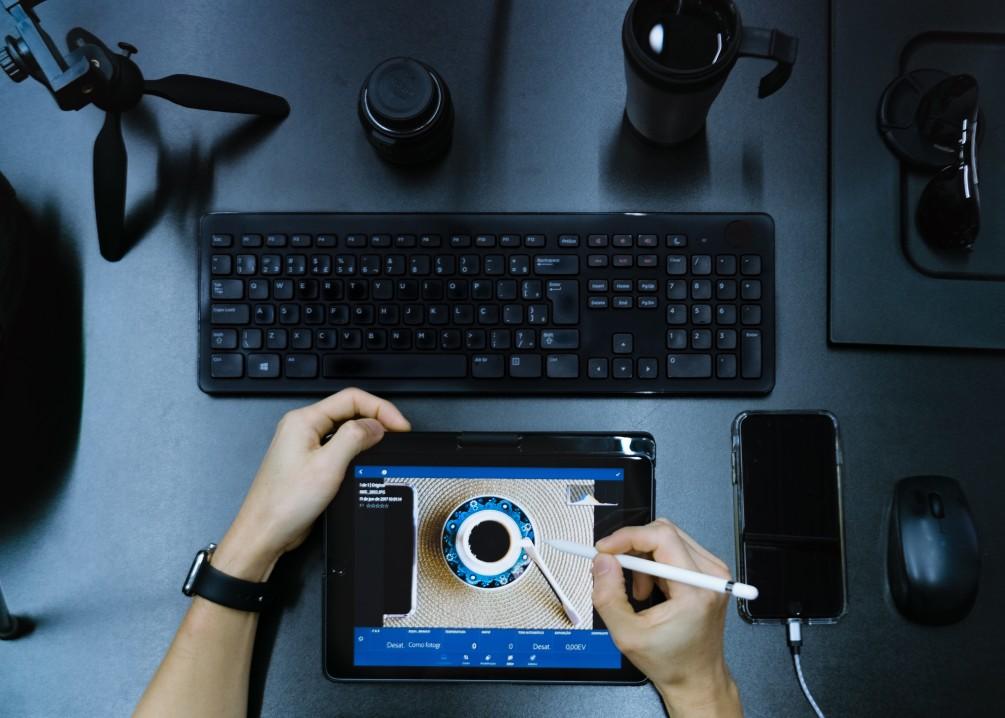 high-tech-desk